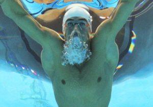 dorsal de un nadador