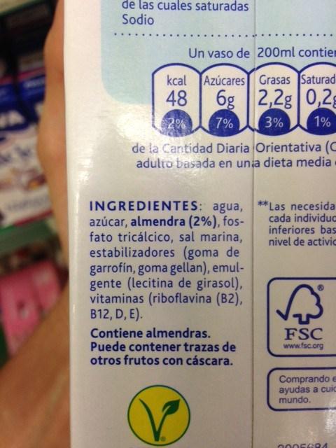 """Etiqueta de los ingredientes de la leche de almendras """"Alpro"""""""