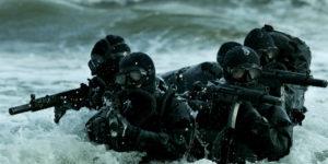 Navy seals en el agua